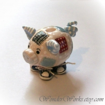 Sneaky Patch Pig Bank ... Blythe Scale